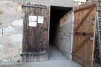 Porte en bois de la cave